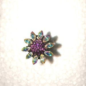 Jewelry - Crystal studded hair pin.